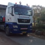 בונים את הבית החדש בקיבוץ לוטן  - החלק הראשון על המשאית